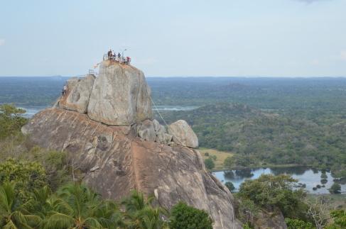 De rots in Mihintale waar Boeddha voet zette in Sri Lanka.
